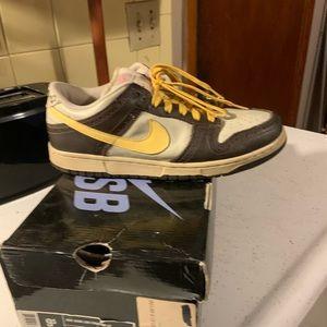 Nike Shoes - men's nike dunk low SB (golf edition) vintage